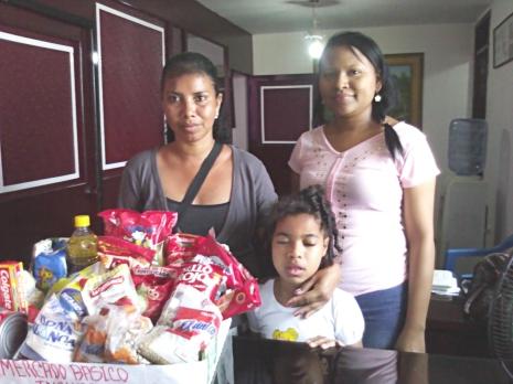 entrega de mercado basico de la niña Ana Carolina 3